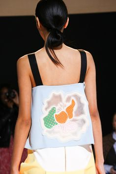 Roland Mouret Spring 2015 Ready-to-Wear - Details - Gallery - Look 1 - Style.com