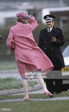 British Royalty, bridgend, South Wales, Circa Princess Diana holds her hat as she boards a helicopter (Photo by Bob Thomas/Popperfoto/Getty Images) Prince Harry Diana, Princess Diana Rare, Princess Diana Pictures, Prince And Princess, Princess Of Wales, Real Princess, Spencer Family, Diana Spencer, Lady Diana