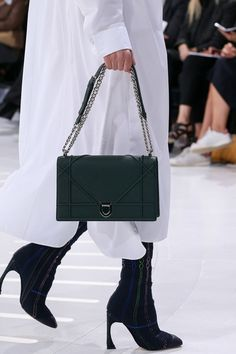 Christian Dior Spring 2015 RTW – Runway – Vogue But I need this in my life!!