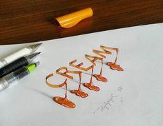 Tolga Girgin est un ingénieur en électronique mais également un calligraphe durant son temps libre. Avec une feuille, un crayon, un stylo et un peu d'encre, il peut faire des merveilles : jeux de perspective, illusion d'optique, 3D et magnifiques typographies.  Il donne vie à chaque lettre, crée des textures et du relief entre sa création et la feuille et sublime les caractères de notre alphabet en leur offrant un nouvel aspect.