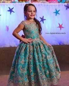 Bom dia com essa princesa linda!!! Maria Tereza de @emanuellamg09 veste Cecilia Cavalcante!!! Vestidos personalizados e sob medida!!! Enviamos para todo Brasil e exterior!!! Contato somente pelo tel ou whatsapp (84)98703-8006