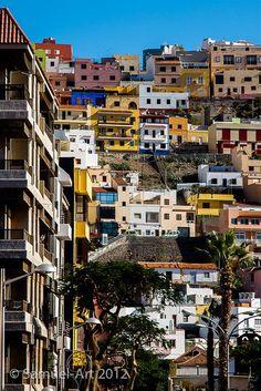 San Sebastián de La Gomera è il capoluogo dell'isola. Intorno ad una baia naturale è cresciuta questa città che oggi conserva numerosi luoghi e monumenti di interesse, come la chiesa dell'Assunta, il Pozzo dell'Aguada o la Torre del Conte.