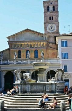 Plaza de la iglesia del Trastevere Roma Italia