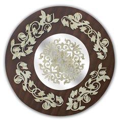 Mandala decorativa em MDF, texturizada, pintada, com aplique de escultura com motivos florais e espelho - Ø90 cm - 15047 - R$ 378,00.