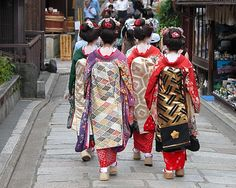 Geisha group in a Kyoto street. A group of one day geisha Japanese girls,walking , Japanese Culture, Japanese Girl, Japanese Things, Japanese Geisha, Japanese Style, Samurai, Kyoto Travel Guide, Japanese Countryside, Audley Travel