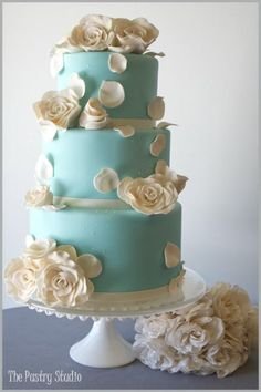A Tiffany Blue Wedding Cake with Elegant Sugar-Paste Garden Roses-- LOVE! My wedding cake will probably look similar to this. Pretty Cakes, Beautiful Cakes, Amazing Cakes, Tiffany Blue, Wedding Cake Designs, Wedding Cakes, Wedding Ideas, Trendy Wedding, Wedding Pictures