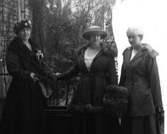 Queen Marie of Romania at the Ritz Hotel, Paris, and her two eldest daughters: Elisabeth (of Greece), Maria (of Yugoslavia). The queen was campaigning for Greater Romania at the Paris Peace Conference. Queen Victoria Family, Princess Victoria, Princess Alexandra, Princess Beatrice, Maud Of Wales, Romanian Royal Family, Blue Bloods, King George, Ferdinand