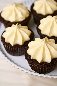 chocolate whiskey cupcakes by annieseats. these sound yummy! always love whiskey cake Whiskey Cupcakes, Drunken Cupcakes, Yummy Cupcakes, Jack Daniels Cupcakes, Man Cupcakes, Köstliche Desserts, Delicious Desserts, Yummy Food, Mini Cakes