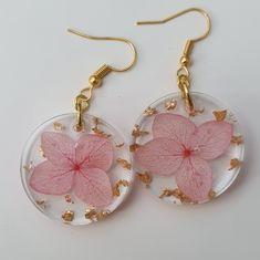 Epoxy Resin Art, Diy Resin Art, Resin Crafts, Small Earrings, Flower Earrings, Crochet Earrings, Diy Resin Projects, Resin Jewelry, Unique Jewelry