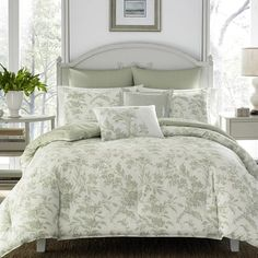 Bring lovely tranquility into your home with the Laura Ashley Natalie Reversible Duvet Cover Set. This duvet cover set features a classic floral toile pattern with a striped reverse and coordinating pillow shams for a complete ensemble. Green Comforter, Floral Comforter, Twin Comforter Sets, King Duvet Cover Sets, Duvet Bedding, King Comforter, Duvet Sets, Duvet Covers, Queen Duvet