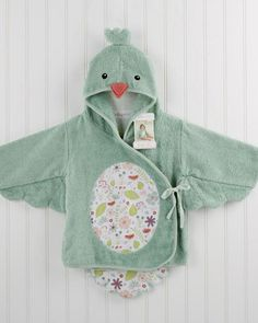 This snuggly personalized baby bird bath robe makes bath time all the more sweet! Hooded with adorable bird inspired details including a floral print scalloped tail, floral print belly, and a 3-D beak and head crest, this robe will make your little birdy look so cute and keep them warm and cozy too!