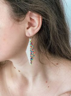 Dangle diamonds with fresh spring multicolor pattern. Do you like minimalist earrings the same as I do?) These latest handmade earrings have concise design, they are both statement earrings and daily jewelry. Diamond shaped, half white, half rainbow, they can match so many casual or evening clothes! Prom Earrings, Seed Bead Earrings, Beaded Earrings, Earrings Handmade, Etsy Jewelry, Jewellery, Handmade Gifts For Her, Resin Necklace, Minimalist Earrings