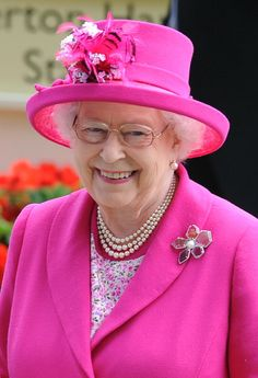 Queen Elizabeth II Photos - Queen Elizabeth II attends Day 4 of Royal Ascot at Ascot Racecourse on June 2014 in Ascot, England. - Royal Ascot: Day 4 — Part 2 God Save The Queen, Hm The Queen, Royal Queen, Her Majesty The Queen, Commonwealth, Queen And Prince Phillip, Prince Philip, Royal Uk, Royal Ascot