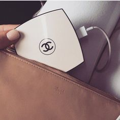 Chic Cell Phone Charger for iPhone and Android Phones. Use this as a back up portable charger and a compact mirror to touch up your makeup. Just plug your USB into the charger and it starts charging.