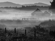 fog pictures   Ranch House in Early Morning Fog Howard Prairie Oregon wallpapers and ...