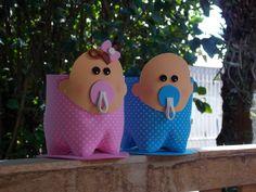 Bebê menino - menina, para lembrancinha de chá de bebê, maternidade, enfeite da mesa do chá de fraldas. Feito em eva e garrafa pet, pode ser recheado com doces ou mais lembranças do bebê. Além de ser usado na decoração do quartinho.
