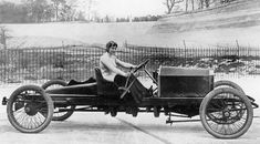 Dorothy Levitt, pioneer of automotive racing. 31 Remarkable Women Who Changed The World Margaret Sanger, Underground Railroad, Harriet Tubman, Culture Club, Automobile, Car And Driver, Vintage Racing, American Civil War, Women In History