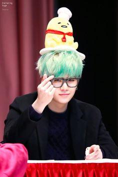 ☆~ Já apreciou Yoongi de cabelo verde hoje ?