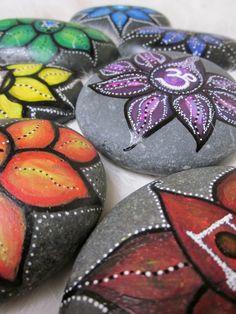 galets-décoratifs-multicolores-peinture-acrylique