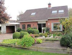 NIEUWLEUSEN, Westerveen 21. Vrijstaande woning met aangebouwde garage, carport en berging op fantastische locatie aan bomenrijke laan nabij centrum.