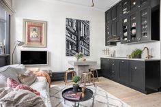 Érdekes, különleges kis 28m2-es lakás fekete bútorokkal, külön hálószobával