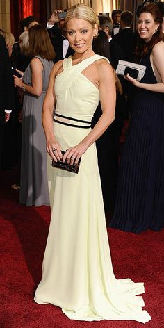Kelly Ripa in Carolina Herrera at the 2012 Oscars