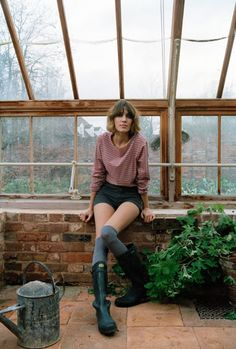 wellies, green house, gardening, style, land girl, fashion, shorts, simple, hairstyle, naural, country