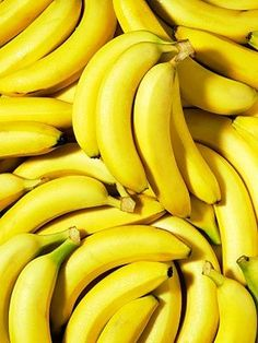 Banana is yellow and we all love bananas! Banana's colour is yellow and yellow is good colour! No Sodium Foods, Low Sodium Recipes, Low Sodium Diet, Photo Fruit, In Natura, Mellow Yellow, Color Yellow, Yellow Fruit, Yellow Foods