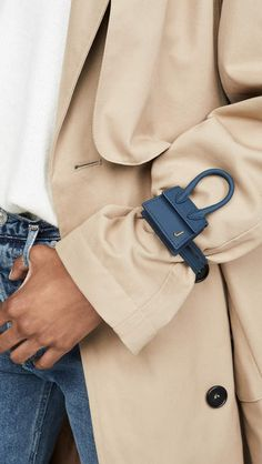 From cool cardigans to It bags, it can be hard to track down truly stylish gifts for the trendsetters on your list. Jacquemus Bag, Star Fashion, Fashion Outfits, Mode Blog, Fashion Designer, Vogue, Cloth Bags, Fashion Details, Mini Bag