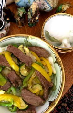 Tender steak, peppers and zucchini in a Chinese gravy poured over rice. Pepper Steak And Rice, Tender Steak, Low Sodium Recipes, 2000 Calorie Diet, Stuffed Green Peppers, Serving Size, Gravy, Squash, Zucchini