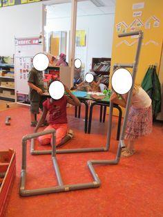 Bouwen met PVC buizen en verbindingsstukken. Nutsschool Maastricht Professor, Community Helpers, Workshop, School, Tech, Teacher, Atelier, Work Shop Garage, Technology