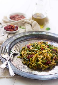 Zucchini Noodles with Raw Tomato Sauce