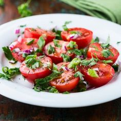 This Tomato Salad with Fresh Herbs is tangy, herby, juicy and simple! A must-try! #tomatosalad #nobake