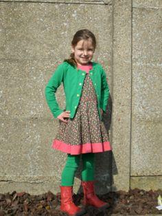 kleedje: Cecilia van Lovely Mariquita vestje: Elisa-patroon uit Zelfgemaakte Kleertjes 2.  legging: jegging (Ottobre 4/2011).