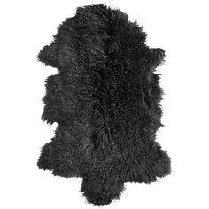 Plaid Tibetan langharig zwart. Pure Luxe! Deze sfeervolle zwarte plaid is een dierenvel gemaakt van Tibetan lamswol en heeft een zachte feeling. De wat langere haren zijn helemaal hot op het moment. Breng meer warmte in huis of buiten om deze mooie plaid over de stoel te leggen, bij de openhaard, op de grond, op bed, of op de leuning van je bank. Dit vacht meet 50x90 en is vervaardigd van lamswol. Deze warme plaid is afkomstig van het merk Deense merk Nordal.