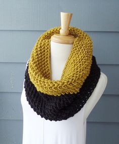 Make this gorgeous colorblock cowl with Lion's Pride Woolspun!