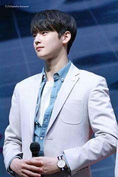My man Cha Eunwoo  (lol how I wish...)