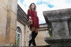 http://www.caroltognon.com.br/2015/04/look-trench-coat-como-vestido/