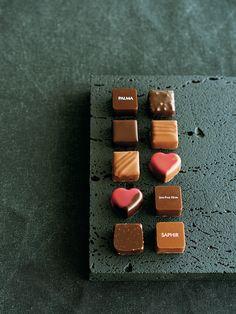 【ELLE a table】 「ジャン=ポール・エヴァン」の「カーブ ア ショコラ」と「ボワットゥ カレ マニエティック」|エル・オンライン