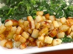 Hash Brown Potatoes recipe from Emeril Lagasse via Food Network (use ghee instead of butter) Best Breakfast, Breakfast Recipes, Savory Breakfast, Brunch Recipes, Breakfast Ideas, Potato Hash Brown Recipe, Hash Brown Recipes, Food Network Recipes, Cooking Recipes