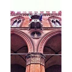 Palazzo della Mercanzia - Instagram by @igersbologna