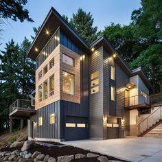 Современный стиль. Большие окна и обшивка сайдингом.  #строительство #особняк #металлосайдинг
