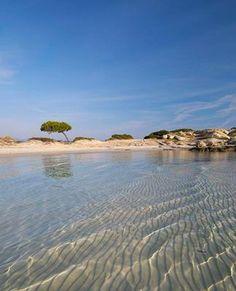 C'est dans un murmure que l'on révèle cette adresse, un des plus beaux secrets du nord de la Grèce… Water, Outdoor, Unique Selling Proposition, Vacation, Beauty, Travel, The Great Outdoors, Aqua, Outdoors