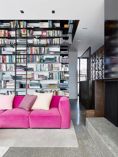 55 Trendy Home Library Modern Exposed Brick Home Office Design, House Design, Sofas Vintage, Bibliotheque Design, Decoracion Vintage Chic, Pink Couch, Living Spaces, Living Room, Apartment Living