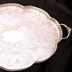 Vintage Silver Plated gallery serving tray.  Large oval tray with handles.  It has a ornate chased design on base, and a pierced gallery edge and stands on four feet.  Silver plated over copper.  Dates from the 1960s-1970s No makers mark.  Measurements - 18(46cm) long 22.5 (58cm) handle to handle 12 (31.5cm) wide 2 (5cm) tall  Tray is showing large areas of wear to the silver plate and the copper base is showing through. Light patina and scratches.  Weighs 1448g  UK only postage on this…