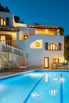 Everything is currently restricted. Let's look at beautiful vacation properties and dream of a vacation in the near future. We will also overcome this complicated situation.  Villa Can Furnet  Luxury Villa Rentals, Luxury Real Estate, Villas, Ibiza, Everything, Real Estates, Let It Be, Vacation, Canning
