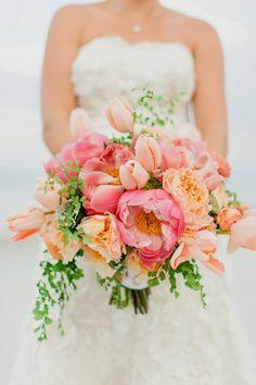 Ramo de novia de peonías, tulipanes y rosas :: Peony, roses and tulips wedding bouquet