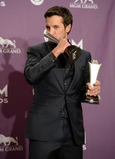 Luke Bryan - 2013 ACM's- love this sexy-ass man! American Country Music Awards, Best Country Singers, Country Music Artists, Pretty People, Beautiful People, Luke Bryan Concert, Shake It For Me, Entertainer Of The Year, Redneck Girl