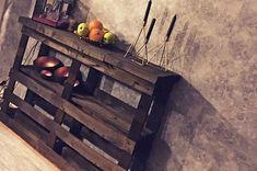 """""""Vi tillverkade ett bord av lastpallar"""". Lastpallar kan användas till mycket och bli lite vad som helst. Här har två läsare byggt ett rustikt sideboard. #homedecor #home #diyhomedecor #diy"""