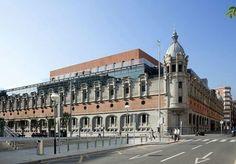 Edificio de ls antigüa Alhóndiga de Bilbao.